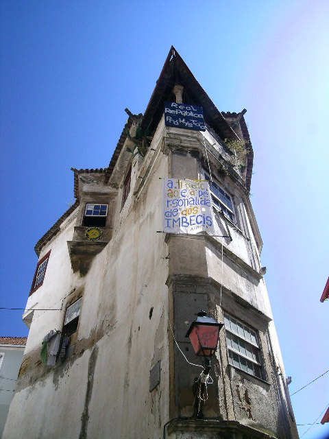 The jagged corner house; an amazing building up close in the heart of Old Coimbra